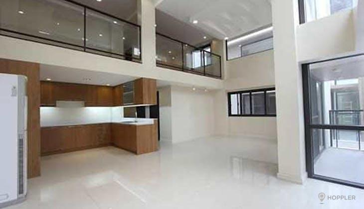 5BR Townhouse for Sale in Bagong Lipunan Ng Crame